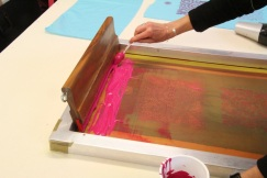 Screen printing on a fabric table