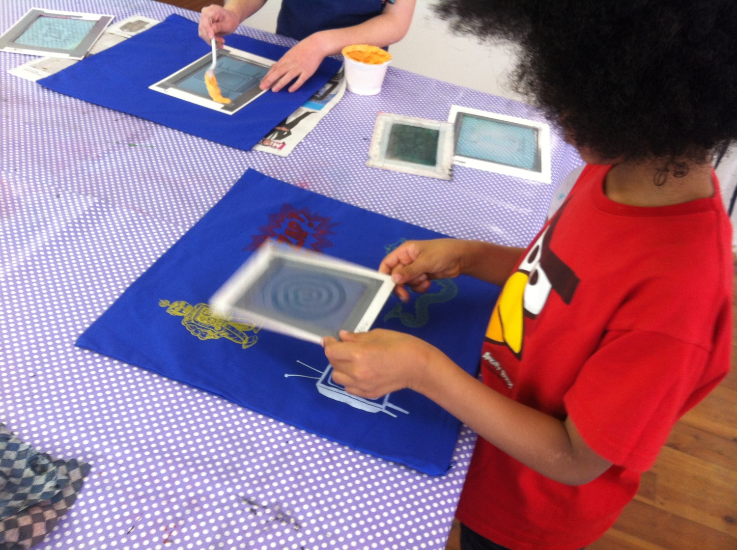 children printing cushions with thermofax screens - Printing With Children