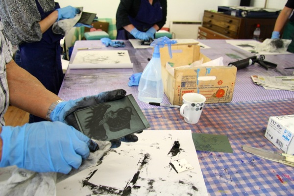 Inking & wiping photopolymer etching plates in preparation for printing.