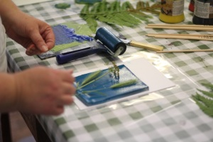 Dianne Reeves arranging grasses on an inked up gelatine plate
